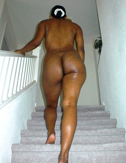 Ebony cutie exposes her wet pussy on cam