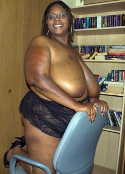 Fully naked black BBW expose her huge..