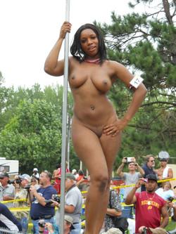 Ebony chick exposing her big titties
