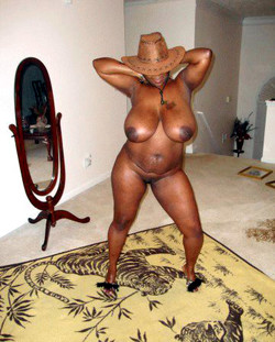 Naked ebony mom posing in front of..