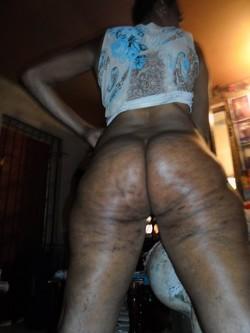 Ebony mature women posing nude in..